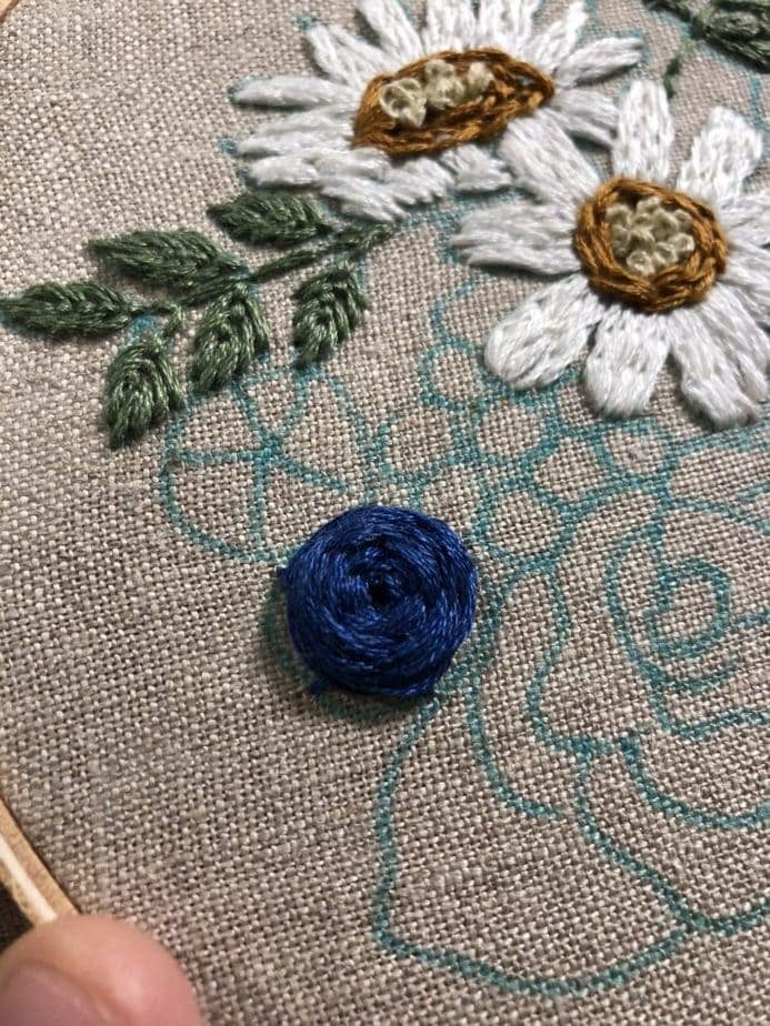 How to Embroider Roses [6 Different Ways]