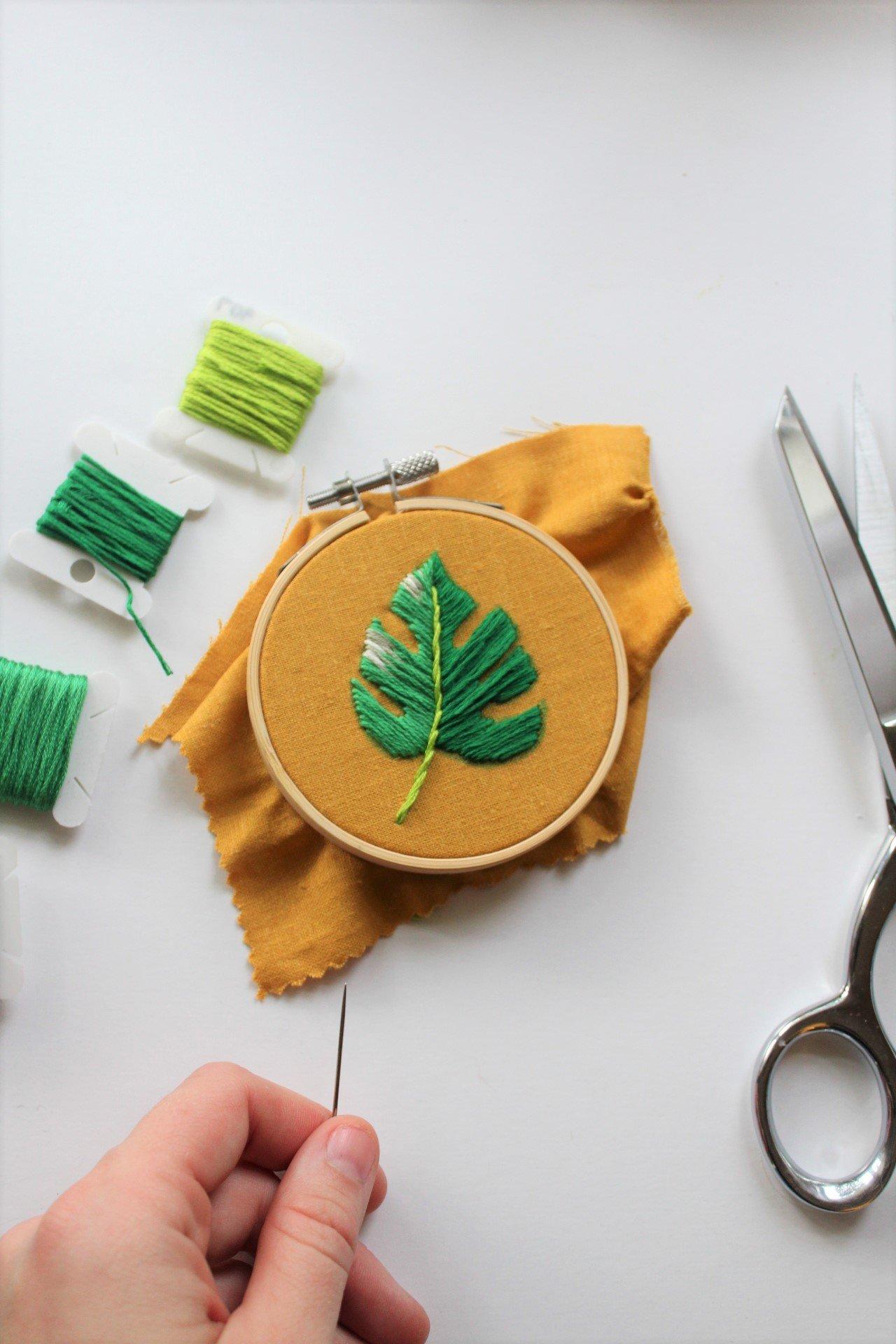 Embroidery Tutorial – Stitch a Monstera Leaf