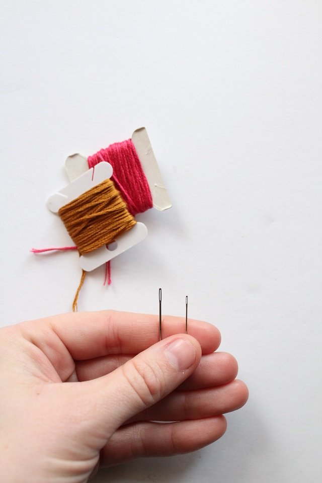 tips for threading an embroidery needle