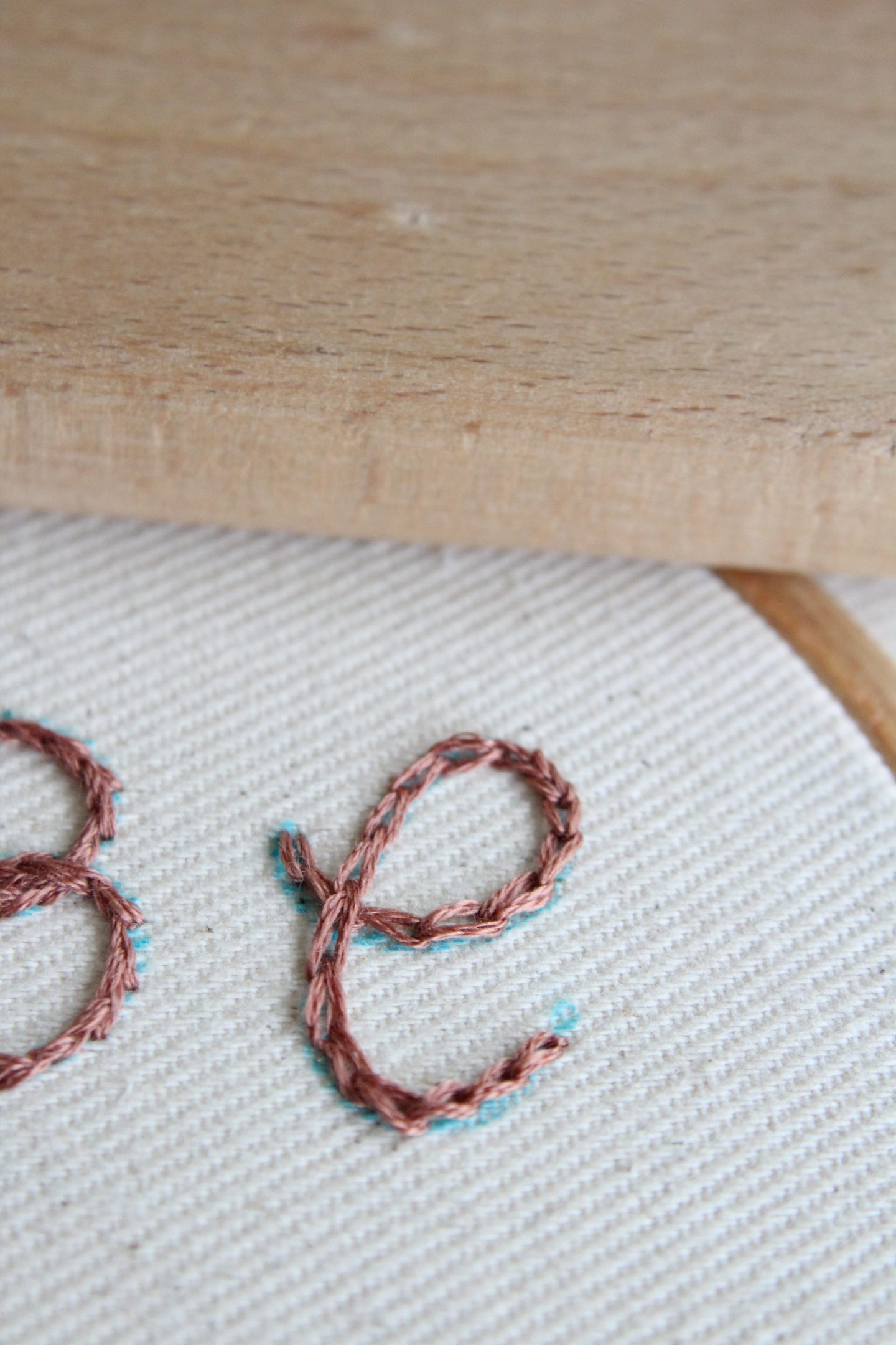 how to embroider letters by hand - chain stitch letter