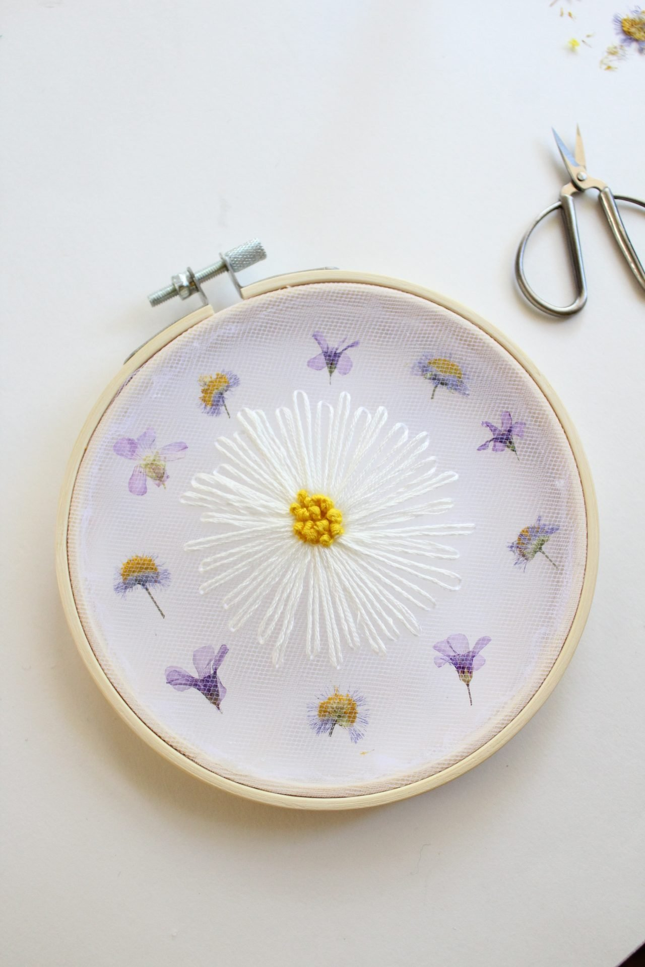 DIY Daisy and Pressed Flowers Tulle Embroidery Pattern